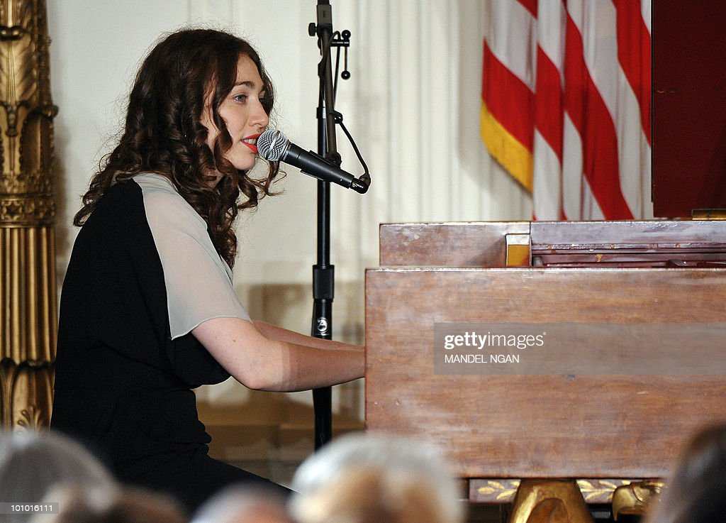 Musician Regina Spektor performs during a reception celebrating Jewish American Heritage Month May 27, 2010 in the East Room of the the White House in Washington, DC. AFP PHOTO/Mandel NGAN