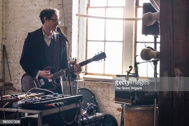 musician rehearsing for a performance - rehearsal stock pictures, royalty-free photos & images