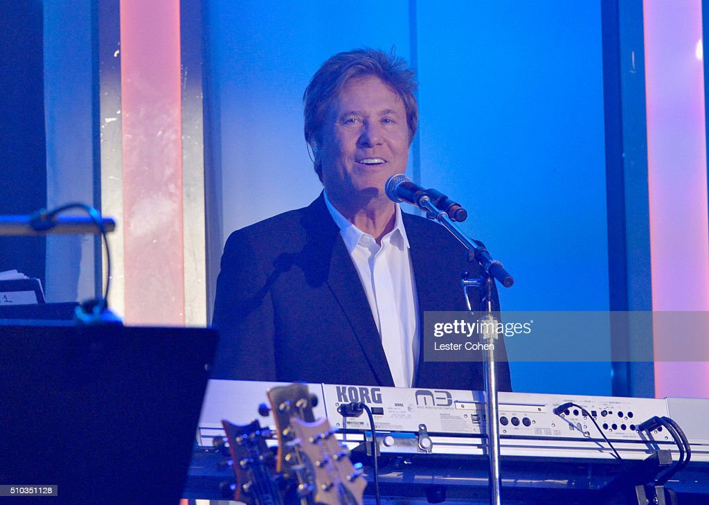 Musician Robert Lamm of Chicago performs onstage during the 2016 Pre-GRAMMY Gala and Salute to Industry Icons honoring Irving Azoff at The Beverly Hilton Hotel on February 14, 2016 in Beverly Hills, California.