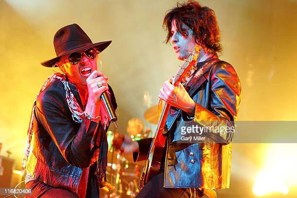 Musician Scott Weiland, singer for Stone Temple Pilots and Guitarist Dean DeLeo perform in concert at the AT&T Center on June 27th, 2008 in San...
