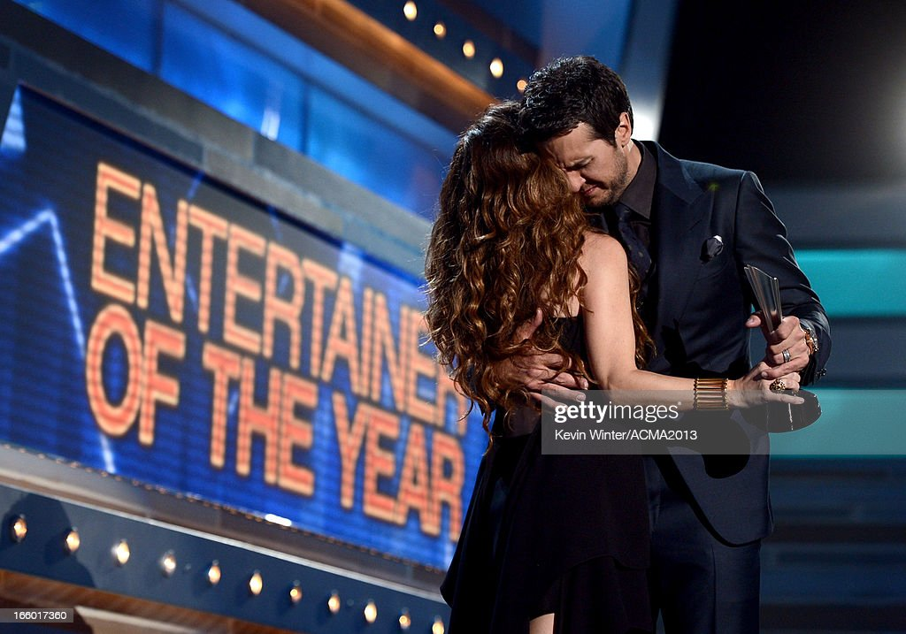 Musician Shania Twain (L) presents the Entertainer of the Year award to Luke Bryan onstage during the 48th Annual Academy of Country Music Awards at the MGM Grand Garden Arena on April 7, 2013 in Las Vegas, Nevada.
