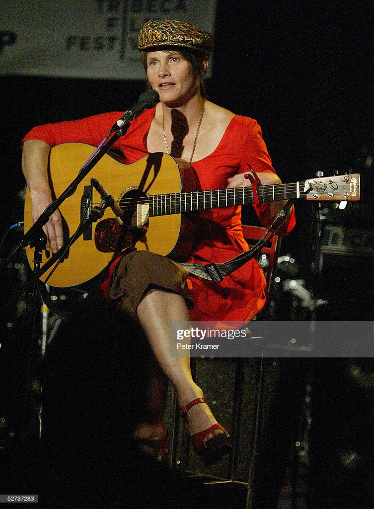 Musician Shawn Colvin performs at The ASCAP Music Lounge at the Tribeca Film Festival April 29, 2005 in New York City.