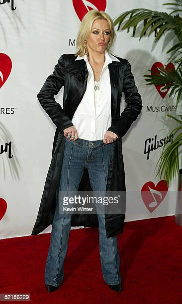 Musician Shelby Lynne arrives at the MusiCares 2005 Person of the Year Tribute to Brian Wilson at the Palladium on February 11 2005 in Hollywood...