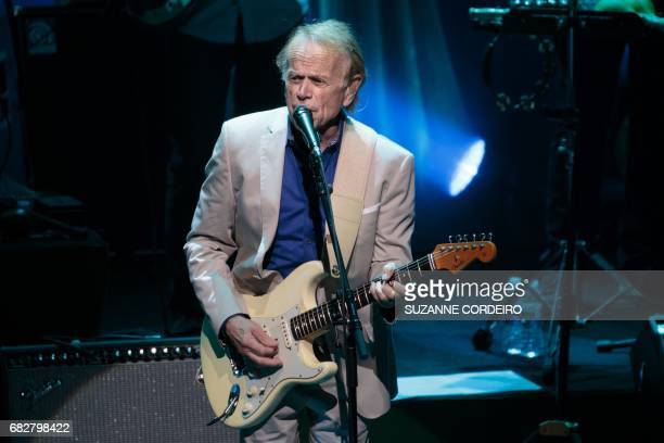 Musician, singer and songwriter who co-founded the Beach Boys Al Jardine performs on stage with Brian Wilson at ACL Live on May 13, 2017 in Austin,...