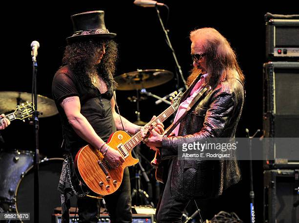 Musician Slash and musician Ace Frehley perform at the 6th Annual MusiCares MAP Fund Benefit Concert at Club Nokia on May 7 2010 in Los Angeles...