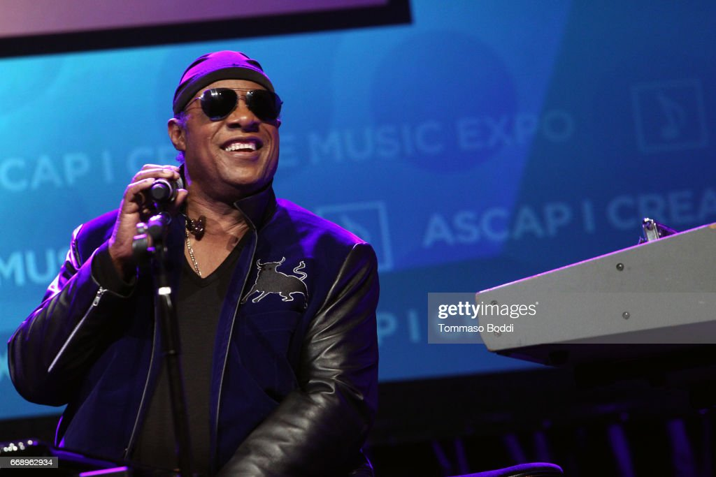 """Stevie Wonder presented with """"Key of Life"""" Award at the ASCAP """"I Create Music"""" Expo : News Photo"""