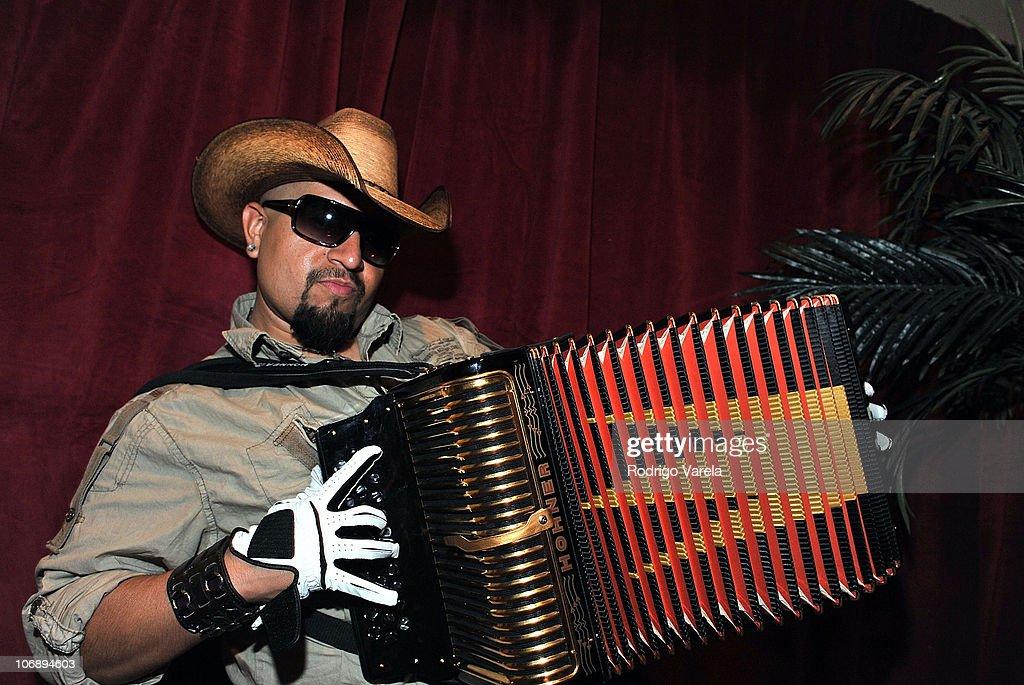 The 11th Annual Latin GRAMMY Awards - Univision Radio Remotes - Day 3 : News Photo