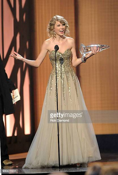 Musician Taylor Swift accepts the award for Female Vocalist of the Year onstage during the 43rd Annual CMA Awards at the Sommet Center on November 11...