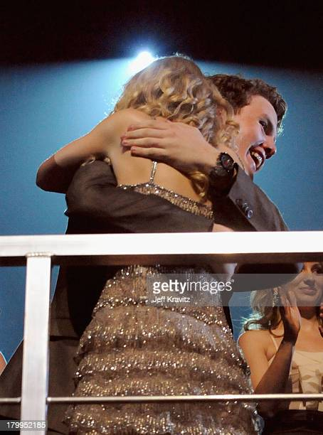 Musician Taylor Swift and Austin Swift react after winning an award during the 2009 CMT Music Awards at the Sommet Center on June 16 2009 in...