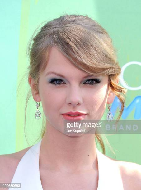 Musician Taylor Swift arrives at the 2011 Teen Choice Awards held at Gibson Amphitheatre on August 7 2011 in Universal City California