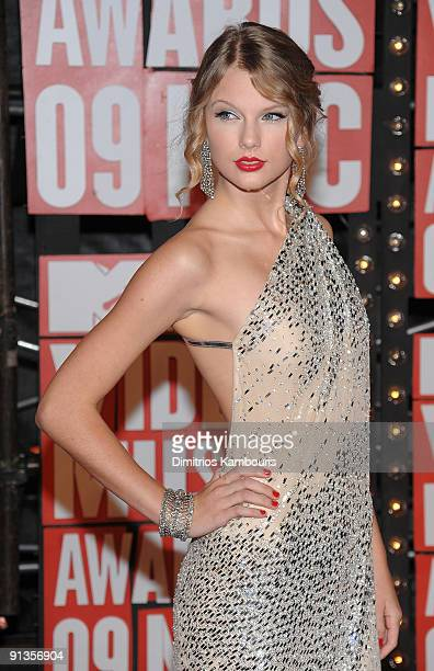 Musician Taylor Swift attends the 2009 MTV Video Music Awards at Radio City Music Hall on September 13 2009 in New York City
