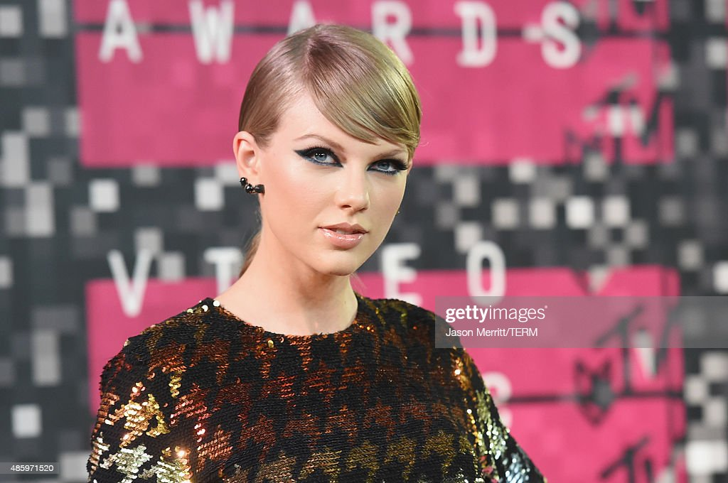 2015 MTV Video Music Awards - Arrivals : ニュース写真