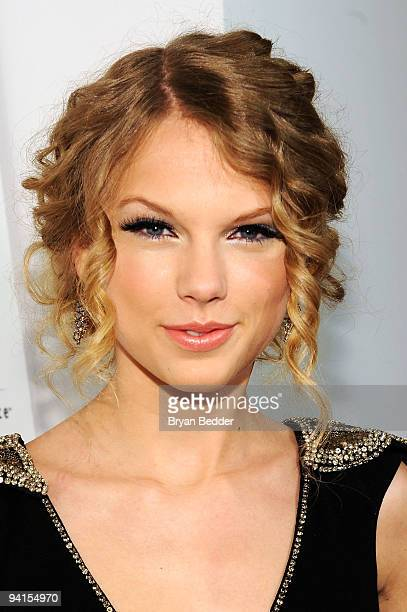 Musician Taylor Swift attends the launch of VEVO the world's premiere destination for premium music video and entertainment at Skylight Studio on...