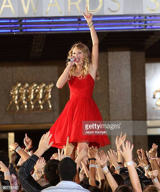 Musician Taylor Swift performs during the 2009 MTV Video Music Awards at Radio City Music Hall on September 13 2009 in New York City