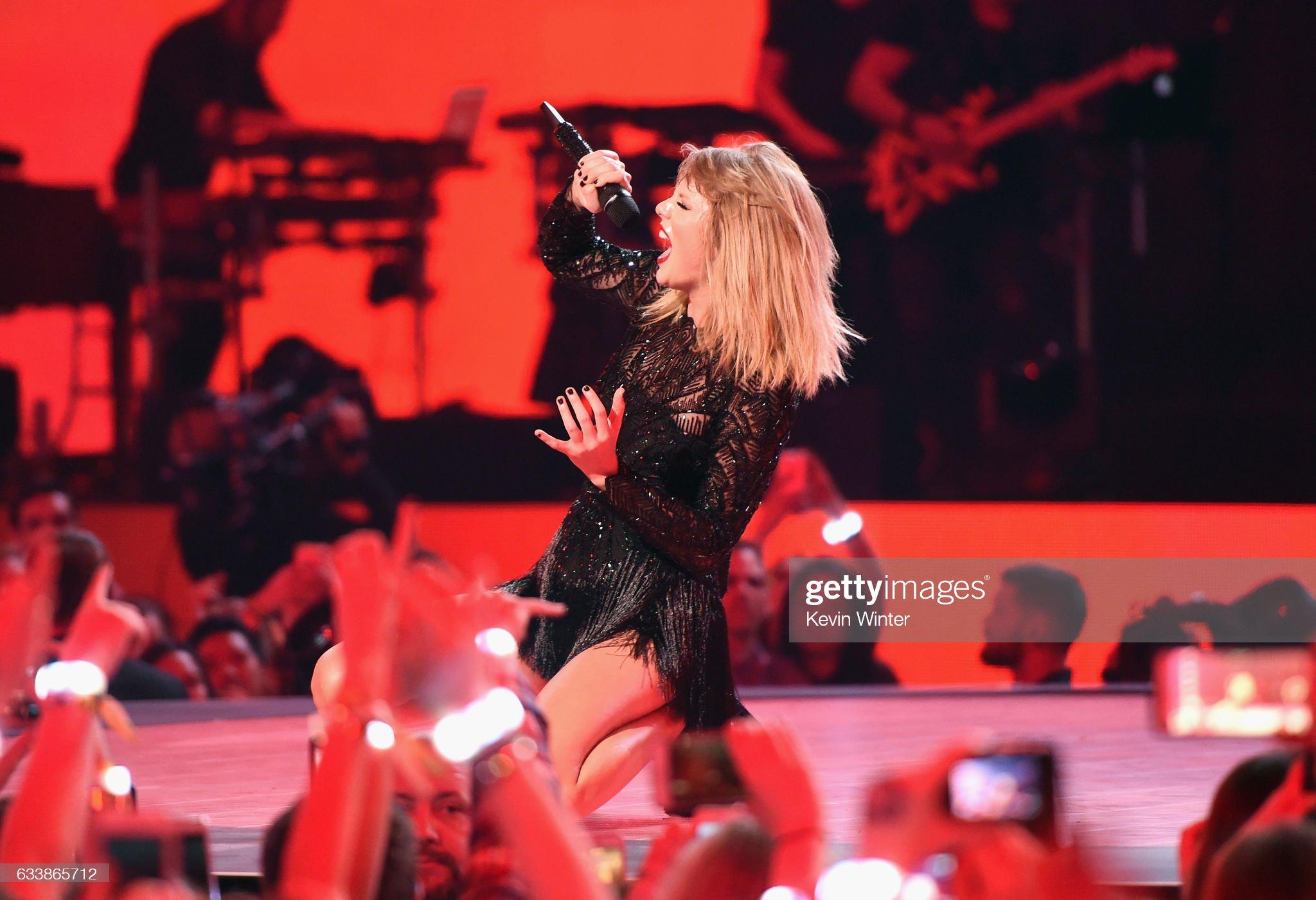 2017 DIRECTV NOW Super Saturday Night Concert In Houston - Taylor Swift Performance : News Photo