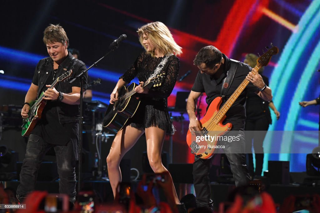 2017 DIRECTV NOW Super Saturday Night Concert In Houston - Taylor Swift Performance : News Photo