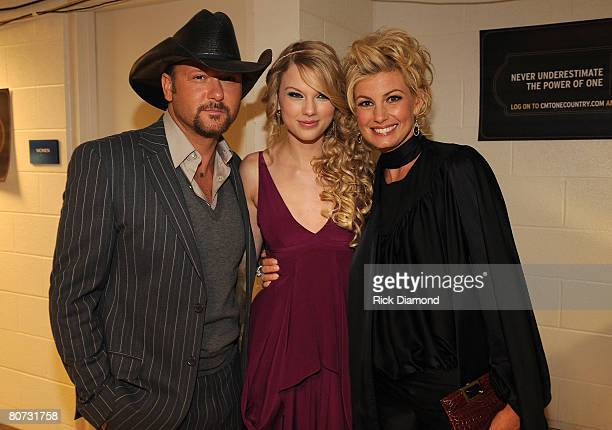 NASHVILLE TN APRIL 14 Musician Tim McGraw singer Taylor Swift and singer Faith Hill seen backstage during the 2008 CMT Awards at Curb Event Center at...