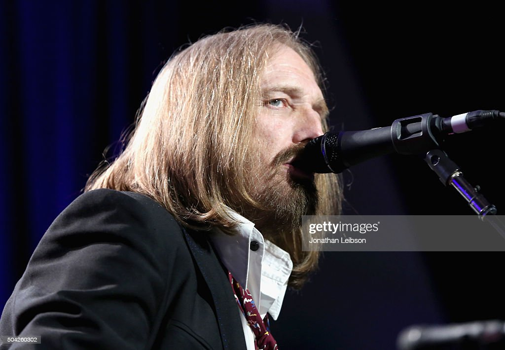 Musician Tom Petty performs onstage during the 5th Annual Sean Penn & Friends HELP HAITI HOME Gala Benefiting J/P Haitian Relief Organization at Montage Hotel on January 9, 2016 in Beverly Hills, California.