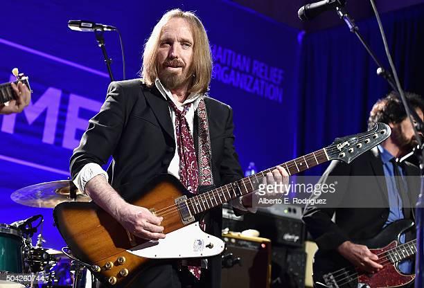 Musician Tom Petty performs onstage during the 5th Annual Sean Penn Friends HELP HAITI HOME Gala Benefiting J/P Haitian Relief Organization at...
