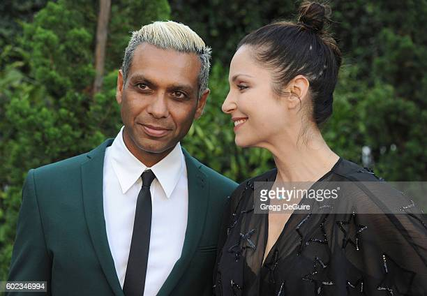 Musician Tony Kanal and wife Erin Lokitz arrive at Mercy For Animals Hidden Heroes Gala 2016 at Vibiana on September 10, 2016 in Los Angeles,...
