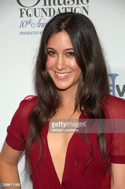 Musician Vanessa Carlton arrives at VH1's Save The Music 10th Anniversary Gala at The Tent at Lincoln Center on September 20 2007 in New York City