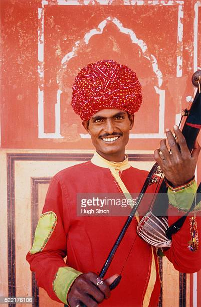 musician wearing traditional clothing, india, jaipur - hugh sitton india stock pictures, royalty-free photos & images