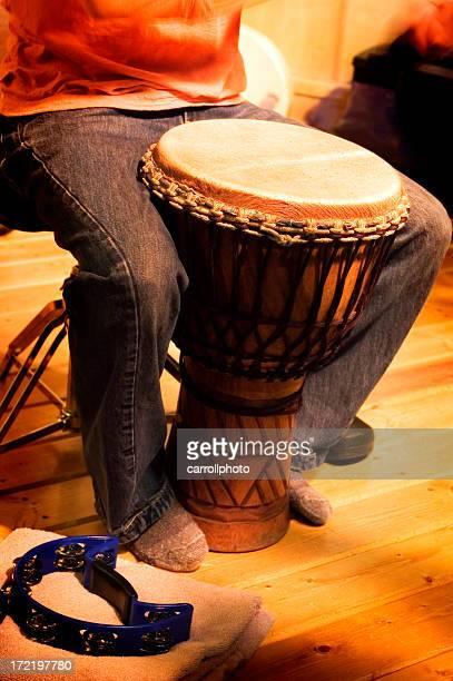 Musicien de djembé africain