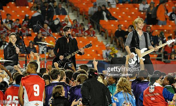 Musicians Alexander Noyes Michael Bruno and Andrew Lee of Honor Society perform the national anthem at the 2010 Pro Bowl at Sun Life Stadium on...