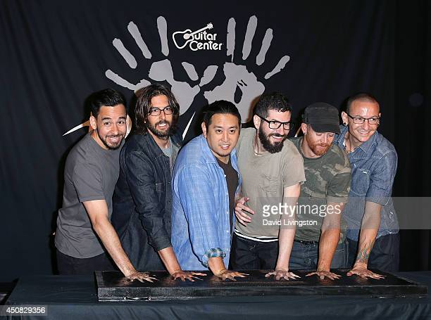 Musicians and Linkin Park band members Mike Shinoda Rob Bourdon Joe Hahn Brad Delson Dave 'Phoenix' Farrell and Chester Bennington attend Linkin...