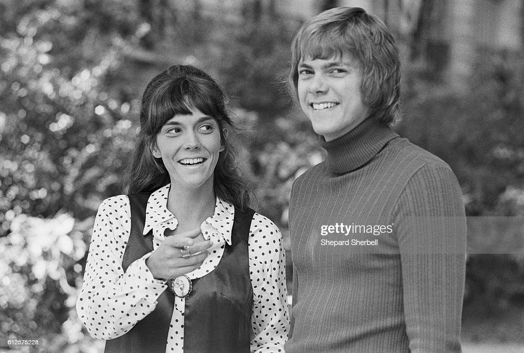 Musicians Karen and Richard Carpenter : News Photo