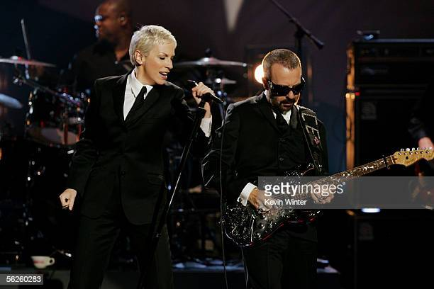 Musicians Annie Lennox and Dave Stewart perform onstage during the 2005 American Music Awards held at the Shrine Auditorium on November 22 2005 in...