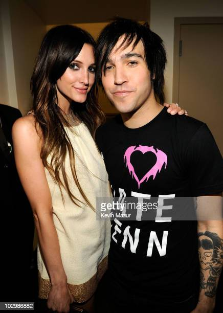 Musicians Ashlee Simpson and Pete Wentz attend the 2010 VH1 Do Something Awards held at the Hollywood Palladium on July 19 2010 in Hollywood...