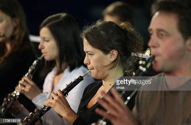 musiker spielen concert.brass abschnitt - oboe stock-fotos und bilder