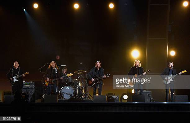 Musicians Bernie Leadon Timothy B Schmit Don Henley Jackson Browne Joe Walsh and Steuart Smith paying tribute to Eagles founder Glenn Frey onstage...