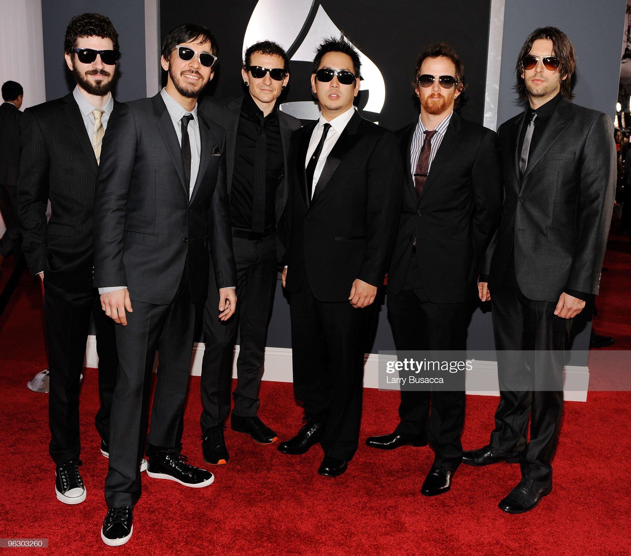 ¿Cuánto mide Chester Bennington? - Altura - Real height Musicians-brad-delson-mike-shinoda-chester-bennington-joe-hahn-david-picture-id96303260?s=2048x2048