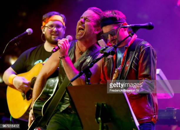 Musicians Charles Esten and Brad Paisley perform onstage during Nashville '80s Dance Party benefiting The Alzheimer's Association at Wild Horse...