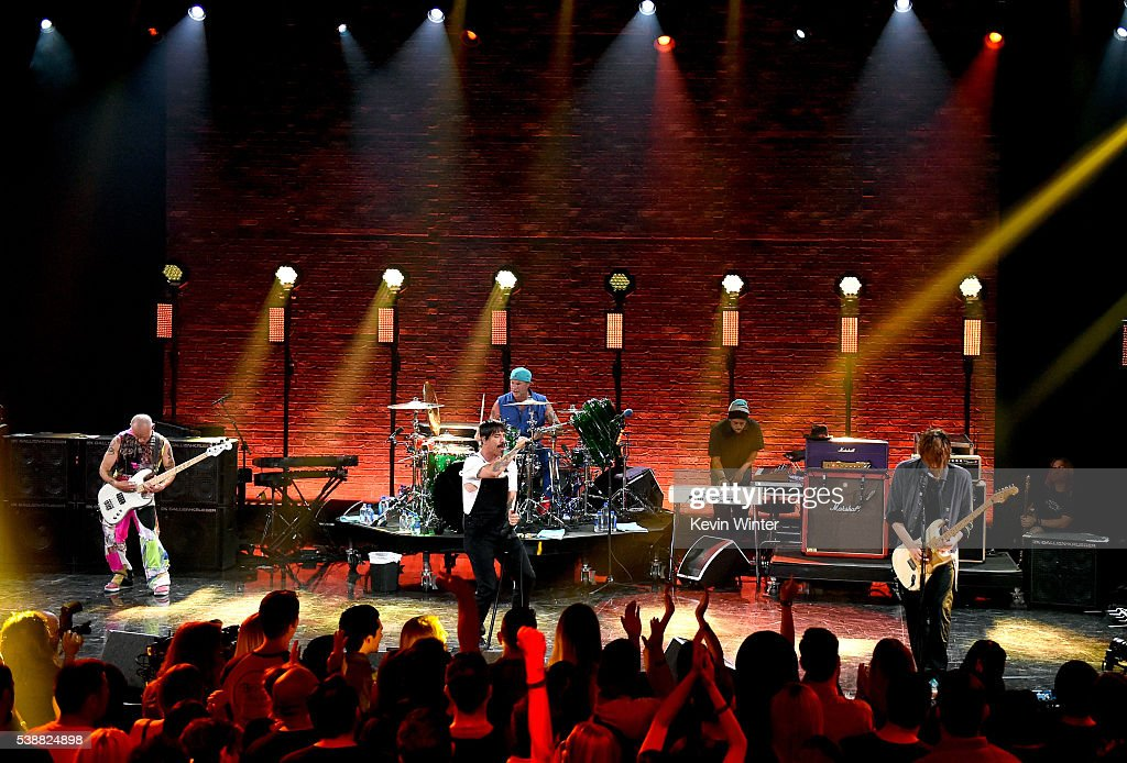 Red Hot Chili Peppers iHeartRadio Album Release Party On AT&T LIVE : Fotografía de noticias