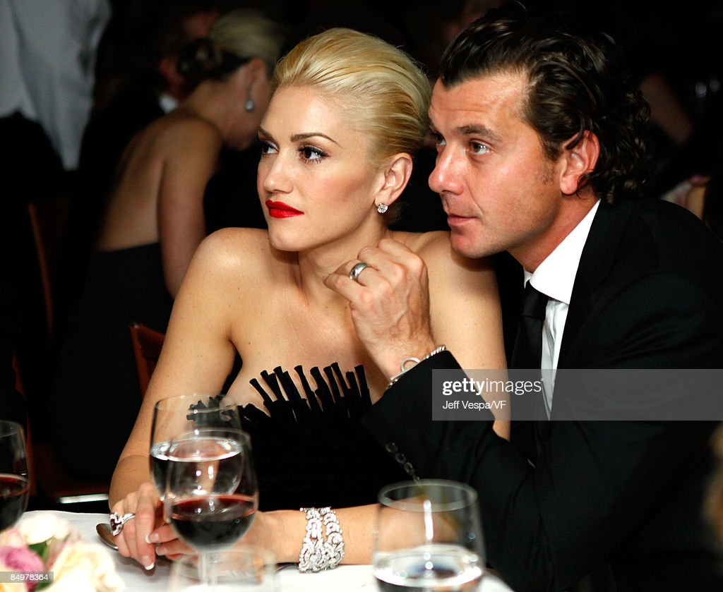 Musicians Gwen Stefani and Gavin Rossdale attend the 2009 Vanity Fair Oscar party hosted by Graydon Carter at the Sunset Tower Hotel on February 22, 2009 in West Hollywood, California.
