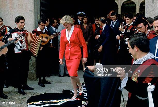 Musicians In Salamanca Spain Drape Their Cloaks In Front Of Princess Diana As A Mark Of Respect She Is Wearing A Dress Designed By Fashion Designer...