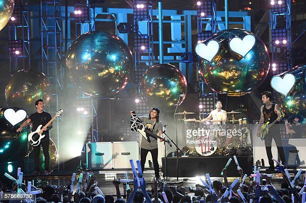 Musicians Jaime Preciado Vic Fuentes Mike Fuentes and Tony Perry of the band Pierce the Veil perform on stage at the MTV Fandom Awards San Diego at...