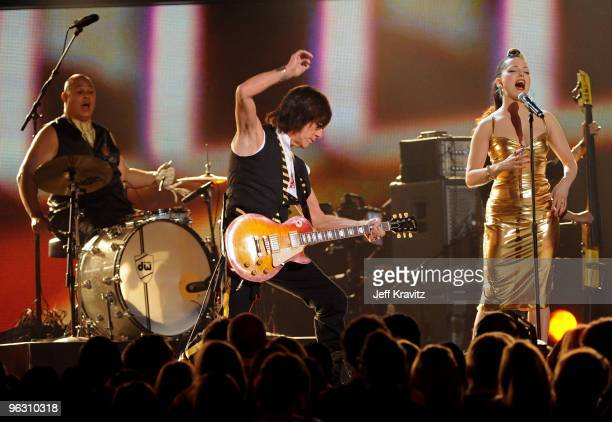 Musicians Jeff Beck and Imelda May perform onstage during the 52nd Annual GRAMMY Awards held at Staples Center on January 31 2010 in Los Angeles...