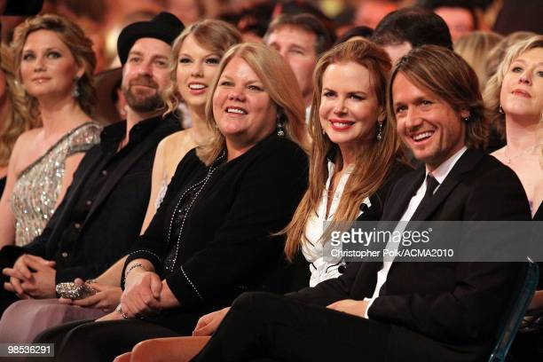 Musicians Jennifer Nettles and Kristian Bush of Sugarland musician Taylor Swift Andrea Swift actress Nicole Kidman and musician Keith Urban attend...