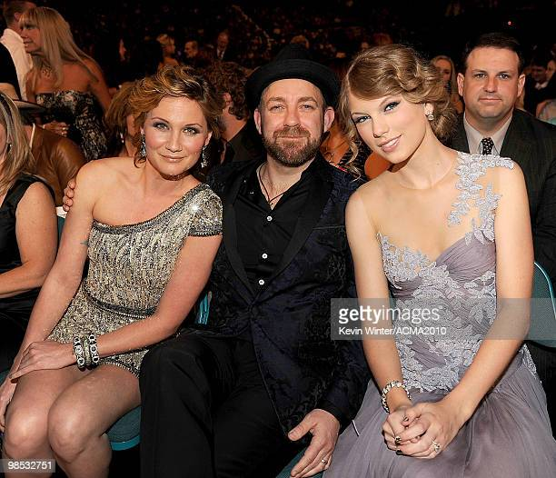 Musicians Jennifer Nettles and Kristian Bush of the band Sugarland with singer Taylor Swift in the audience during the 45th Annual Academy of Country...