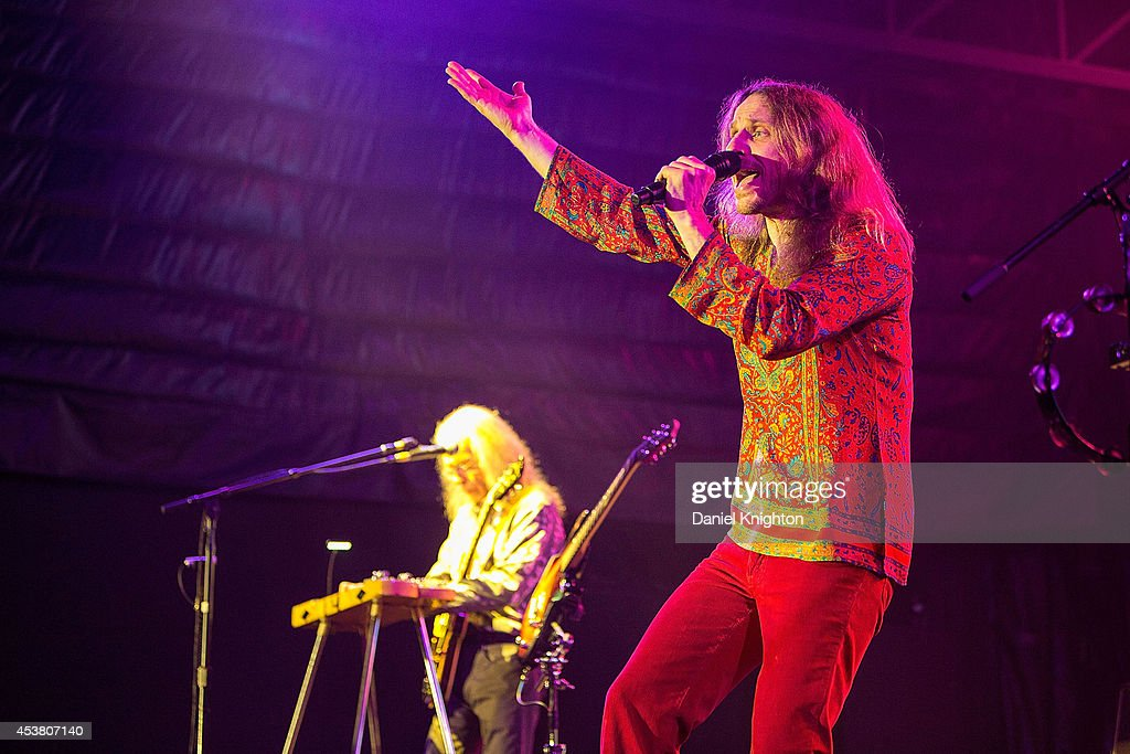 Musicians Jon Davison (R) and Steve Howe perform on stage with Yes on August 18, 2014 in San Diego, California.