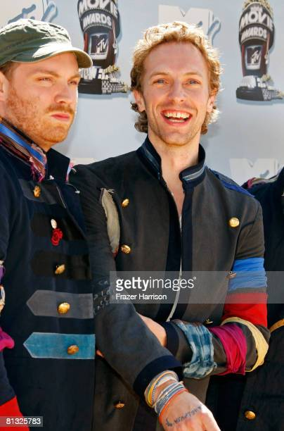 Musicians Jonny Buckland Chris Martin of Coldplay arrives at the 17th annual MTV Movie Awards held at the Gibson Amphitheatre on June 1 2008 in...