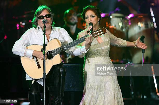 Musicians Jose Feliciano and Gloria Estefan perform onstage during the 2008 Latin Recording Academy Person of the Year awards tribute to Gloria...