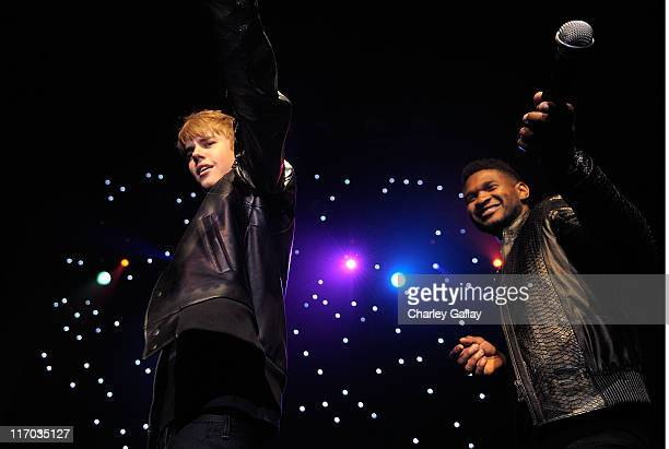 Musicians Justin Bieber and Usher perform at Scott 'Scooter' Braun's 30th Birthday Party at the Music Box Theater on June 18 2011 in Hollywood...