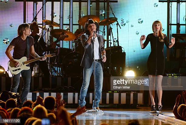 Musicians Keith Urban Tim McGraw and Taylor Swift perform onstage during Tim McGraw's Superstar Summer Night presented by the Academy of Country...