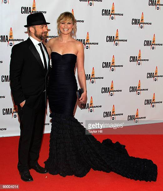 Musicians Kristian Bush and Jennifer Nettles of Sugarland attend the 43rd Annual CMA Awards at the Sommet Center on November 11, 2009 in Nashville,...