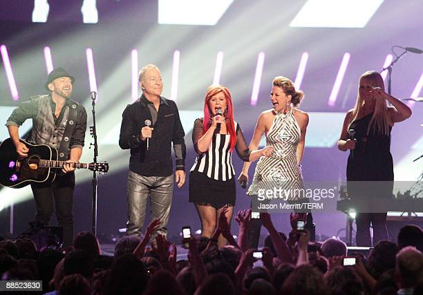 Musicians Kristian Bush of Sugarland, Fred Snider and Kate Pierson of the B-52's, Jennifer Nettles of Sugarland and Cindy Wilson of the b-52's...
